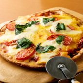 手づくりのトマトソースが決め手の『マルゲリータピザ』