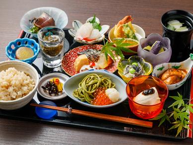 旬の食材を盛り込んだ全14品のランチ『いろどり遊膳』