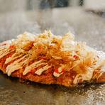 【喃風】ならではの、丸くないオムレツ型の『たこ焼き』。予想外の形なので、驚くゲストも少なくないそうです。スプーンでつつきながらみんなで食べることもできます。