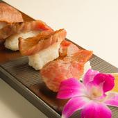 肉好き必食! 食べ飲み放題のコースで味わえる『牛肉寿司』