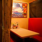 合コンや女子会にオススメ。カーテンで仕切れる4名用の半個室