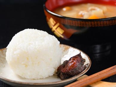 お米のおいしさを感じる『合鴨農法米 かまど炊塩むすび』
