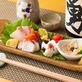 国産の天然魚を中心に盛り付けられる『季節のお造り盛り合わせ』