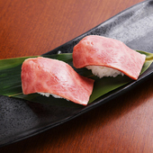 軽く炙った黒毛和牛を堪能『特上牛にぎり寿司(2貫)』