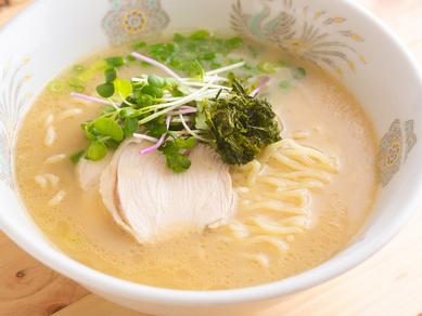 ランチにも夜ごはんにも! 鯛の風味そのままなコクのある白濁スープを飲み干さずにはいられない『鯛そば』