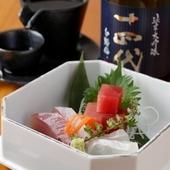 毎月入れ替わる日本酒と四季折々の和食を堪能できる店