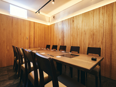 プライベートを重視した個室を9部屋完備「神楽坂に行きつけの店を持つ」