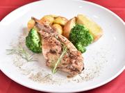 日本ではあまりなじみのないうさぎ料理。実はうさぎ肉は鶏肉に似て淡白で食べやすい逸品です。【Le Coin】では塩と胡椒で軽く味付けをして、肉本来の旨みが楽しめる一皿に仕上げています。