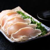しっとりとした肉質で弾力のある鶏肉を使用『タタキネギまみれ』