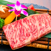 最上級のお肉を焼肉で。上質のサシ(脂分)がほどよく入った『特選極上サーロインステーキ』(150g)