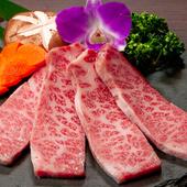 旨みたっぷりのバラ肉の中でも特に焼肉での食べ方に最適な『極上霜降りカルビ』