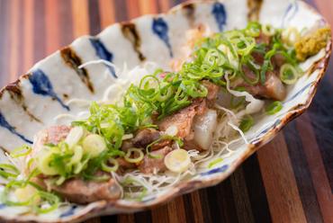 煮込んだ軟骨の新食感が楽しい『豚軟骨の塩焼』