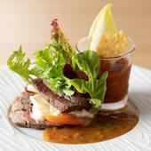 柔らかで食べやすい牛ヒレ肉と、たっぷりの野菜を堪能できる『牛ヒレ肉のシチリア風』