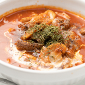 自家製のトマトソースとミートソースの合わせ技!『牛肉とマッシュルームのデミグラ風』