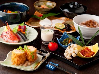 四季折々の食材が織りなす、見た目にも美しい和食を満喫できる『和食日和会席』