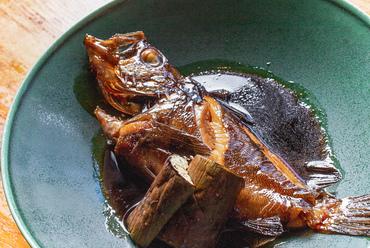 脂の乗りがちょうどよく、ふっくらした身がぽろっとほぐれて食べやすい『岡山産黒メバルの煮付け』
