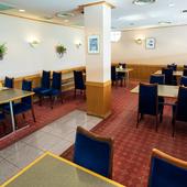 各テーブルがゆったりと配置された、寛げる雰囲気の店内