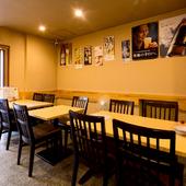2人掛け、4人掛けなどテーブル席は各種。女子会にもおすすめ