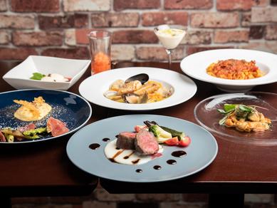 じっくり火入れしたジューシーな『国産牛 赤身肉のロースト季節の野菜添え』