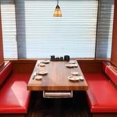 家族や友人との会食にも便利なテーブル席