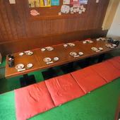 10人まで会食できる掘りごたつ式のテーブル席も