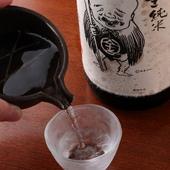 『こなき純米』をはじめ希少な日本酒や、季節の限定酒も揃う店