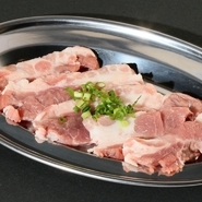 えごまの葉を甘辛のタレに漬けた物 お肉を巻いても、ご飯を巻いても美味しい