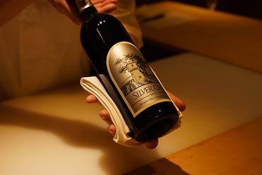 プライベートな空間でお食事を。接待や記念日に活躍する個室席