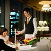 温かな雰囲気漂うおもてなしで、お客様と共にほほえむ