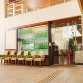 芦屋マリーナの目の前に立地する開放的なレストラン