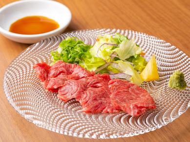部位ごとの味わいを食べ比べ『本日の肉刺し』