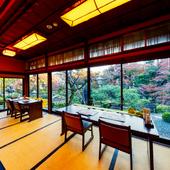 広大な敷地に広がる日本庭園を愛でながら過ごす癒やしの時間