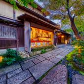 納涼床や舞妓さん遊びを体験できるのは京都ならでは