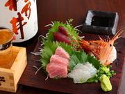 旬の鮮魚を刺身や煮魚、揚物など、一番おいしい食べ方でご用意!その日の新鮮な食材をご準備しております。本日の魚料理は店内のボードをご確認ください。