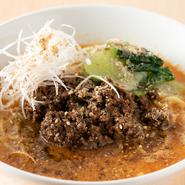 鶏白湯スープをベースに山椒を利かせ、白胡麻ダレで仕上げました。