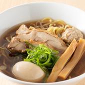 ランチタイムは、白湯スープがベースとなっているラーメンを満喫