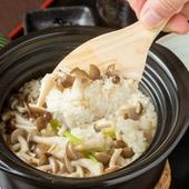 季節によって食材が変わる『土鍋ごはん』