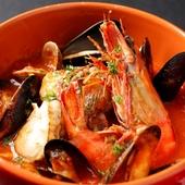 トマトソースと、魚貝ダシの旨みが合わさった絶妙なブイヤベース