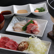 いかにおいしく料理を提供するか、食べ方や順番にもこだわり、店主が研究を重ねたコースの〆料理。羅臼昆布のだしに大和肉鶏と国産ふぐが入り、あっさりした中にもコクがある、これぞ日本の冬の味わいです。