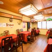2階はテーブル席と個室で構成。ちょっとした飲み会や集まりに