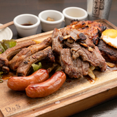 肉料理を思う存分満喫できる『1kgCOMBO肉屋のグリルプレート』