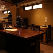 店内はゆっくりと食事を楽しめるような安心感あるデザイン