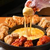 UFO型のお鍋の中央に2種類のチーズがたっぷり乗ったUFOチキン