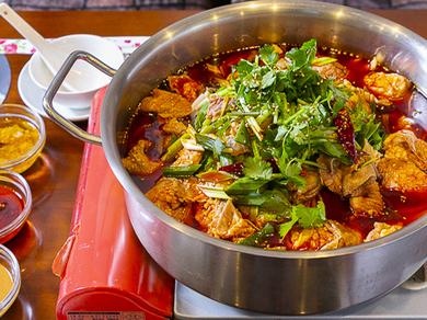 中華全般  本格的な薬膳スープ火鍋