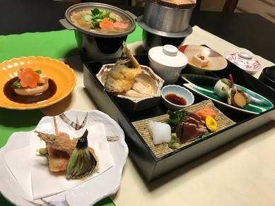 手作り豆腐をはじめ、京野菜の煮炊きもの、造り2種まで9品が味わえる、懐石風ランチコース『桃山』