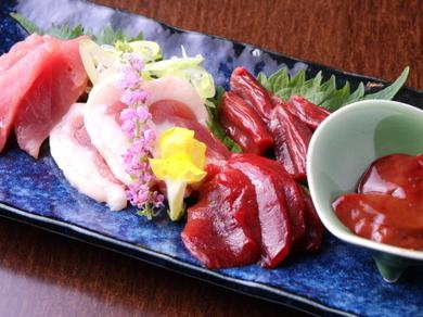京都産鴨の新鮮な旨味が存分に楽しめる『鴨刺し』