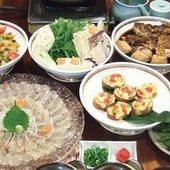 地産の海の幸を肴に地酒をどうぞ。宇和島地産の一品料理も充実