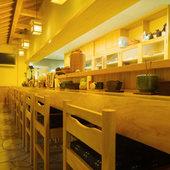 広々としたカウンターでゆったり四万十料理をお楽しみ下さい