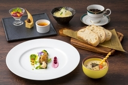 讃岐の食材を散りばめ、メイン料理が7種類の中から選べるプラン。 1品チョイス・2品チョイスがあります。