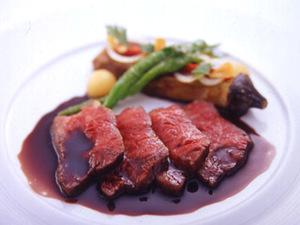 肉料理「和牛イチボ肉の香草オイル煮ソースボルドレーズ」